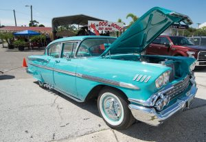 610_6271-newdoghouse_carshow
