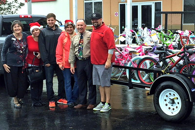 Toys For Tots Volunteer : South shore toys for tots a huge success the observer news