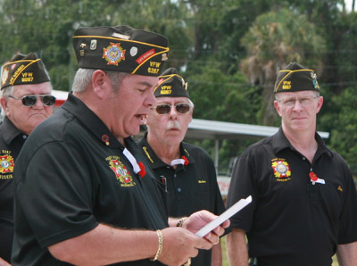 Commander Ron Smith pays tribute to American soldiers killed in battle.